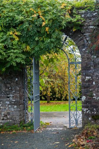 Llyswen, Brecon, Powys, LD3 0YP, Wales.