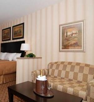 Comfort Suites Edinboro Photo