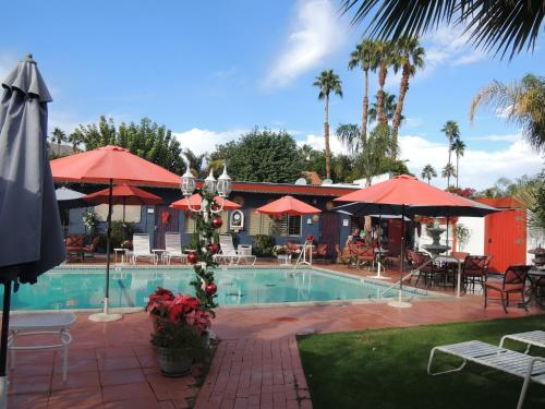 Hotels airbnb vacation rentals in palm desert for Cheap cabin rentals southern california