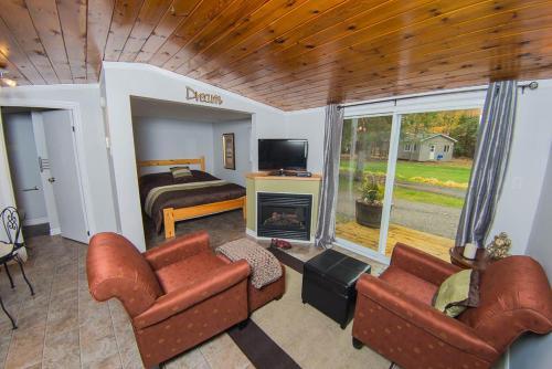 Safe Haven Cottage Resort.  Photo 1