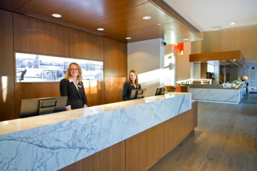 Blue Horizon Hotel - Vancouver, BC V6E 1C3