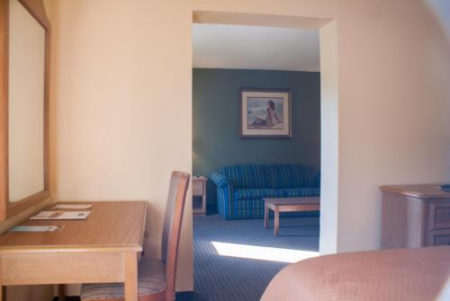 Travelodge Inn and Suites Jacksonville Airport Photo
