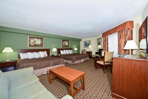 Howard Johnson Hotel By Wyndham Newark Airport - Newark, NJ 07114