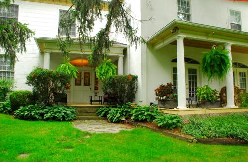 Brockamour Manor Bed And Breakfast - Niagara On The Lake, ON L0S 1J0