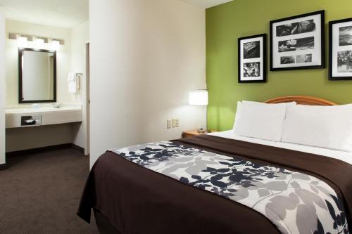 Sleep Inn & Suites Airport Photo