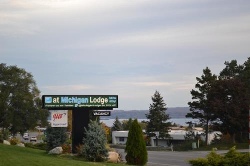 Michigan Inn & Lodge - Petoskey, MI 49770