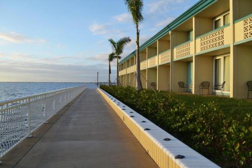 Punta Gorda Waterfront Hotel & Suites Photo