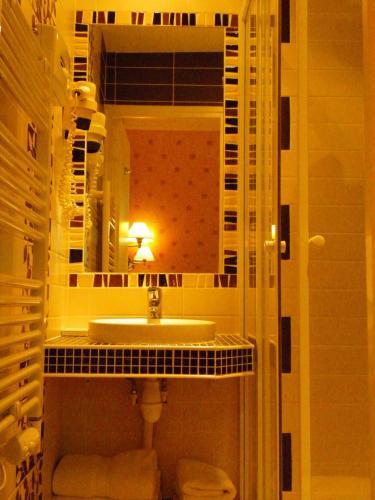 Hôtel Poussin photo 8