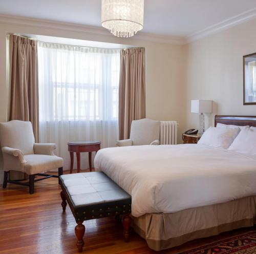 Victorian Hotel Photo