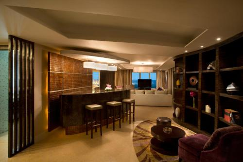 Hilton Capital Grand Abu Dhabi photo 11