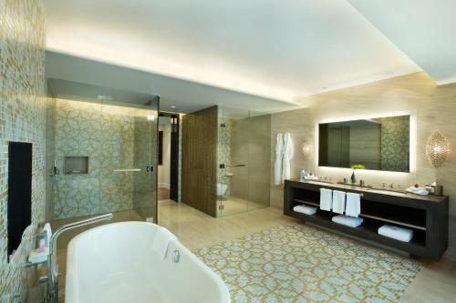 Hilton Capital Grand Abu Dhabi photo 32