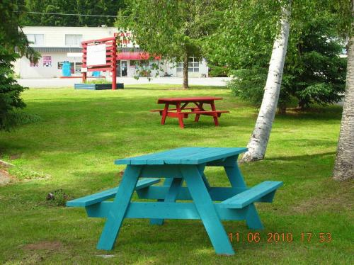 Watauga Village Cabins And Suites - Clearwater, BC V0E 1N0