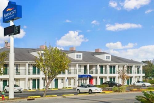Baymont By Wyndham Waycross - Waycross, GA 31501