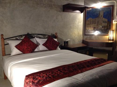 Beehive Phuket Oldtown Hostel