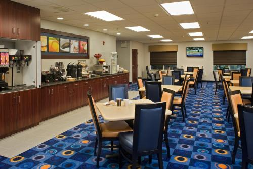 Fairfield Inn & Suites Lancaster Photo
