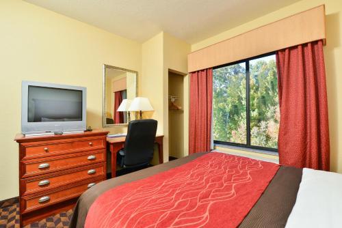 Comfort Inn & Suites Clinton Photo