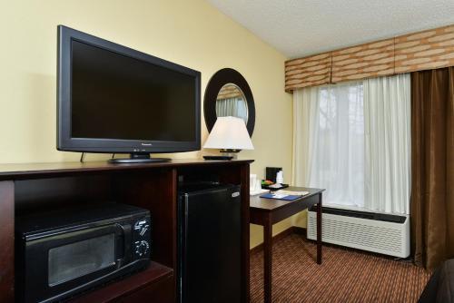 Comfort Inn and Suites Joplin Photo