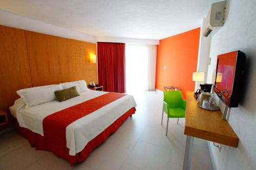Ramada Cancun City Photo