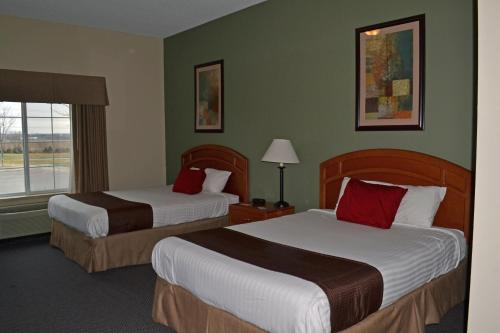 Paola Inn And Suites - Paola, KS 66071
