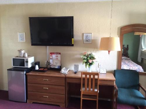 Hillcrest Motel - Norton, KS 67654