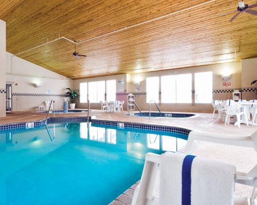 Country Inn & Suites by Radisson, Albertville, MN Photo