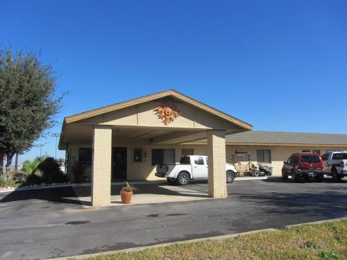 Hebbronville Executive Inn Photo