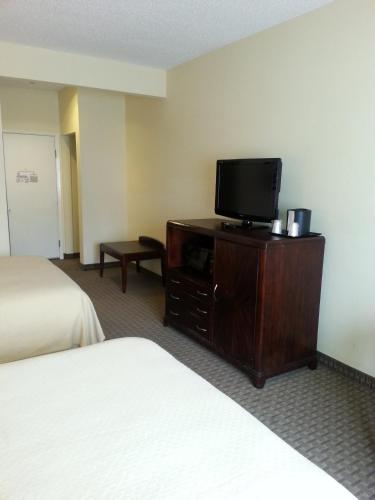 Quality Inn & Suites Houston photo 29