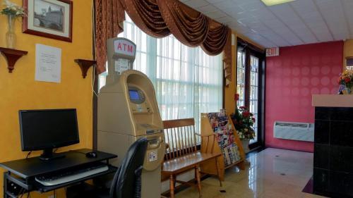 Rodeway Inn Huntington Photo