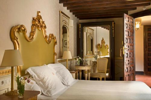 Habitación Individual Básica Hotel Casa 1800 Granada 9
