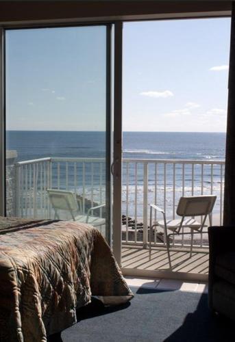 Acropolis Oceanfront Resort Photo
