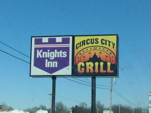 Knights Inn Peru Photo