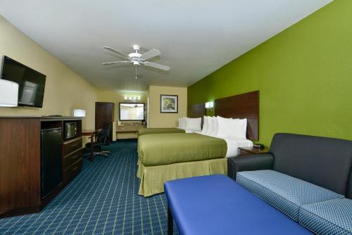 Quality Inn Parker Photo