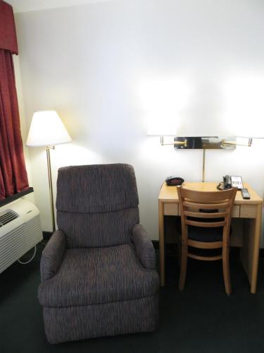 Baymont Inn & Suites Wellington Photo