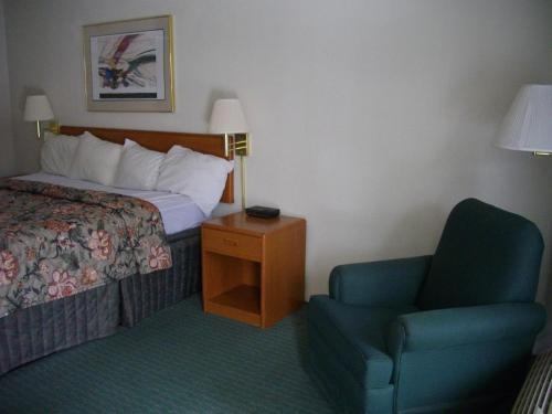 Macomb Inn Photo