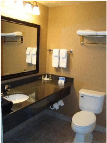 Comfort Inn Sturgeon Falls - Sturgeon Falls, ON P2B 3L3