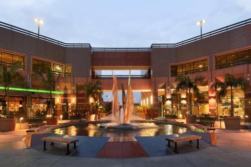 Hilton Long Beach & Executive Meeting Center Hotel - Long Beach, CA 90831