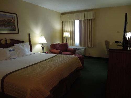Baymont Inn and Suites Louisville Airport South Photo