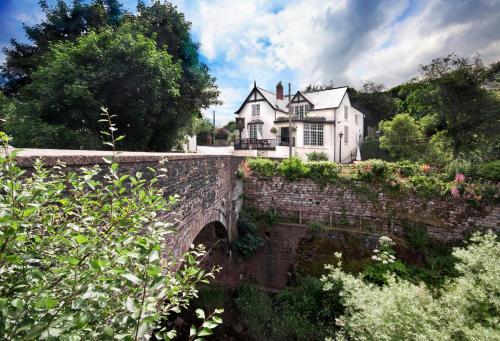 Newbridge on Usk, Tredunnock, Usk, NP15 1LY, United Kingdom.