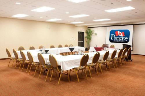 Pomeroy Inn And Suites Chetwynd - Chetwynd, BC V0C 1J0