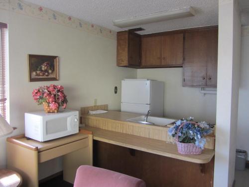 Warrick Plaza Inn - Plainview, TX 79072