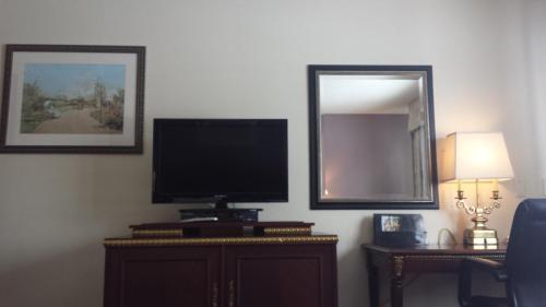 Americas Best Inn & Suites Urbana - Urbana, IL 61801