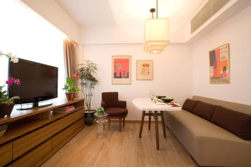 Chi Residences 279