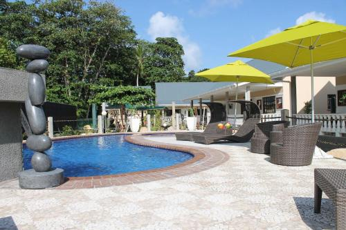 Allee Kelsey, Anse Reunion, La Digue, Seychelles.