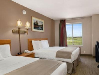 Baymont Inn & Suites Jacksonville Photo
