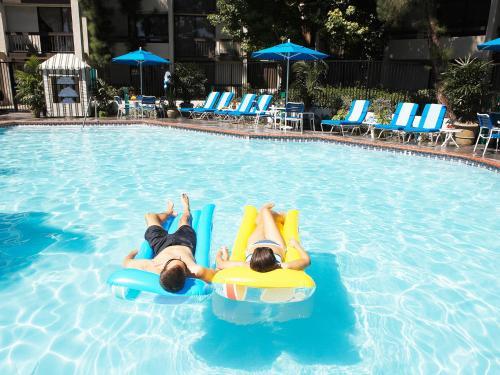 Howard Johnson Anaheim Hotel and Water Playground Photo