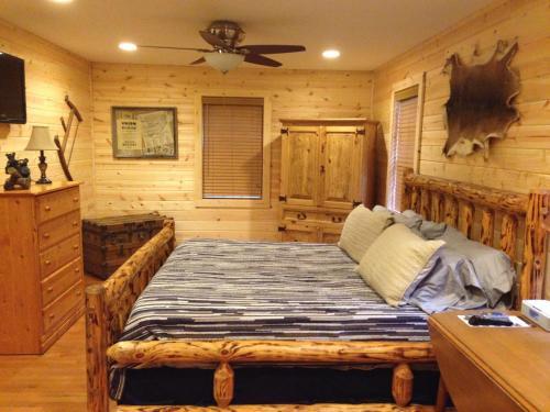 Bearadise Retreat Cabin - Cherrylog, GA 30536