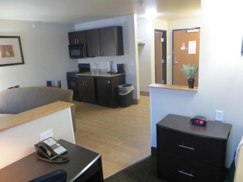 Baymont Inn & Suites Glenwood Photo