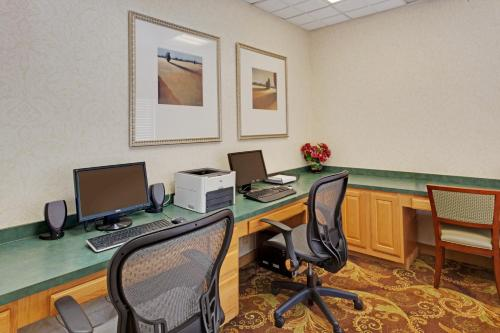 Country Inn & Suites by Radisson, Bel Air/Aberdeen, MD Photo