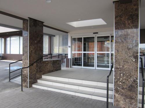 Doubletree By Hilton Kamloops - Kamloops, BC V2C 2J5