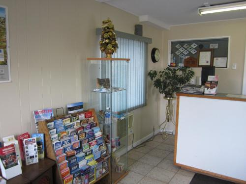 Grandview Motel - Kamloops, BC V2C 3Z3
